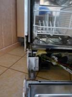 geschirrsp ler bauknecht gsf31164s t r f llt runter reparatur. Black Bedroom Furniture Sets. Home Design Ideas