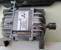 Wenn Die Ruckseite Der Waschmaschine Geoffnet Ist Kommt Motor Unten Rechts Zum Vorschein Riemen Vom Losen Zwei Befestigungsschrauben 10 Er